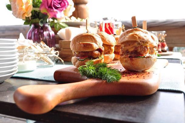 Мини-бургер с домашней котлетой из рубленной курочки