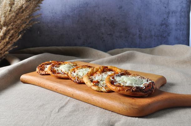 Мини-пицца с ветчиной 10шт