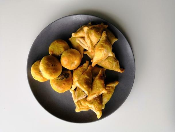 Пирожок с куриным филе и перцем